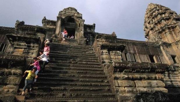 Лестницы храма Ангкор-Ват